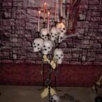 Chandelier avec crânes